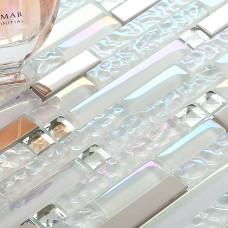 Tuile de mur linéaire en verre et en métal, blanc irisé et argent, tuile de dosseret pour cuisine et salle de bain