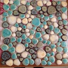 Grès cérame émaillé carreaux galets pas cher carrelage bleu et marron mur de douche et sol design de carreaux mosaïque de galets en céramique en forme de coeur PPT004